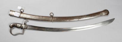 Sabre d'officier d'artillerie prussien, garde à la Blücher, sur la garde et le fourreau...
