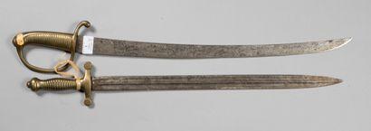 Sabre briquet et glaive ( variante de poignée), sans fourreau, mauvais état, lot...