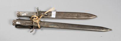 """Baïonnettes allemandes, dont 2 ersatz (une marquée """"FAG"""" et avec son gousset spécifique),..."""