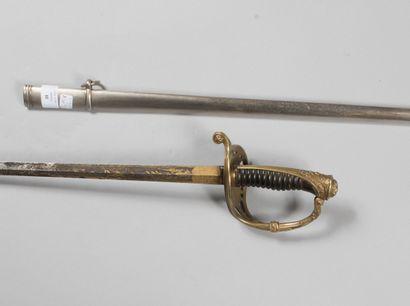 Sabre d'officier dit de Chasseurs de Vincennes, poignée corne sans filigrane, lame...