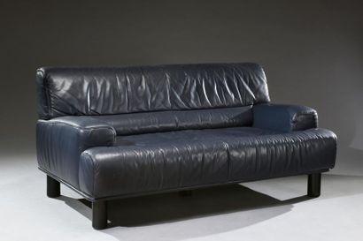 Canapé en cuir Bleu nuit de la maison De...