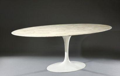 Table de déjeuner ovale par Eero Saarinen,...