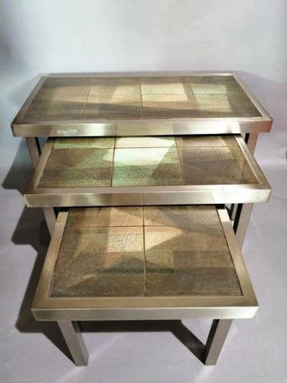 Suite de trois tables gigogne basse à structure...