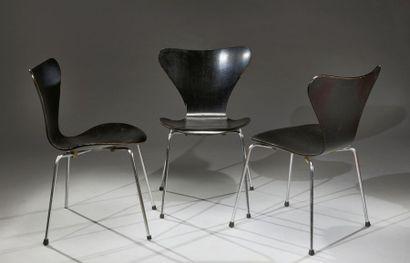 Suite de trois chaises de Arne Jacobsen édition...