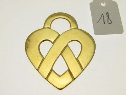 1 pendentif coeur entrelacé, or ajouré, portant...