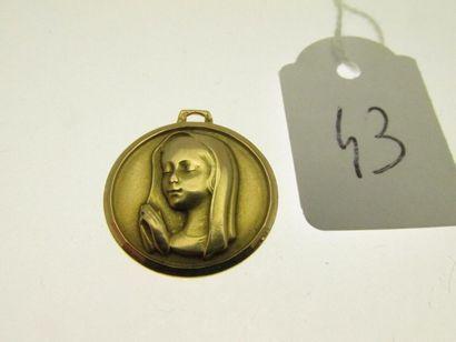 1 médaille or figurant la Vierge (bélière...