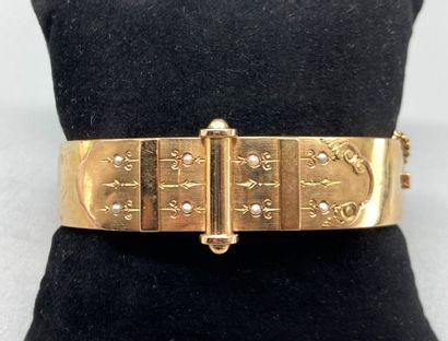 Bracelet Jonc plat ouvrant ancien en or jaune...