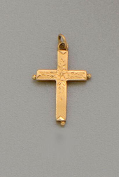Pendentif Croix Reliquaire ouvrante en or...