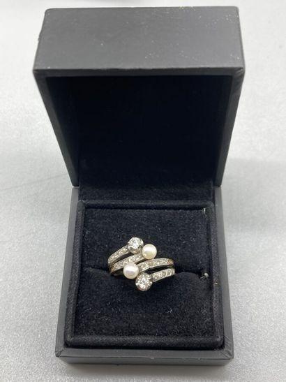 Bague ancienne croisée formé de 4 anneaux...