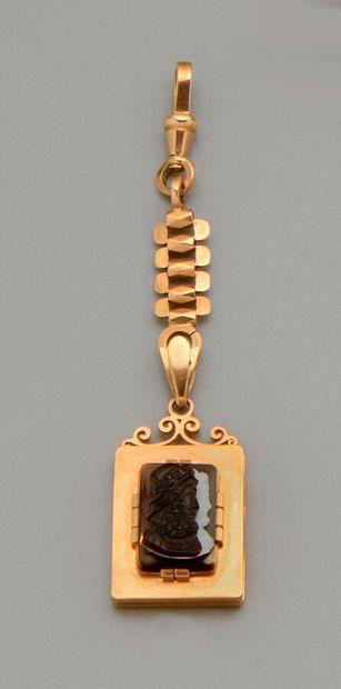 Pendentif porte souvenirs ouvrant en or jaune...