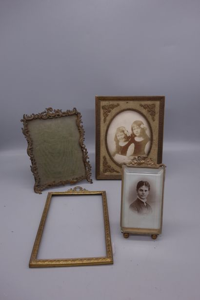 Lot comprenant 4 cadres porte-photos. XIXème...