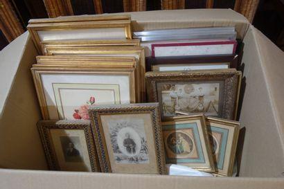 Lot de pièces encadrées dont photographies...