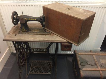 Ancienne machine à coudre Singer.  Accid...