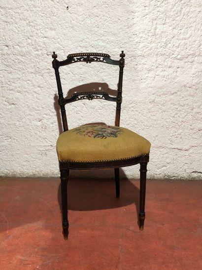 Chaise en bois noirci mouluré et sculpté,...