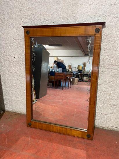 Miroir rectangulaire en placage de bois blond...