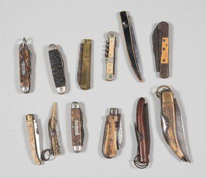 Couteaux pliants anciens, bois corne et os....