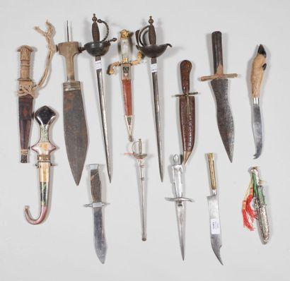 Couteaux du monde entier, différentes époques....