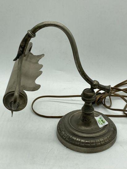 Lampe de piano en métal à décor découpé....