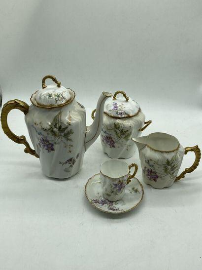 Service à café en porcelaine à décor de cotes...