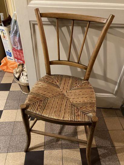 Suite de quatre chaises en bois fruitier,...