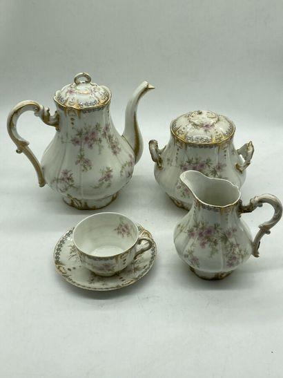 Service à thé en porcelaine à décor floral...
