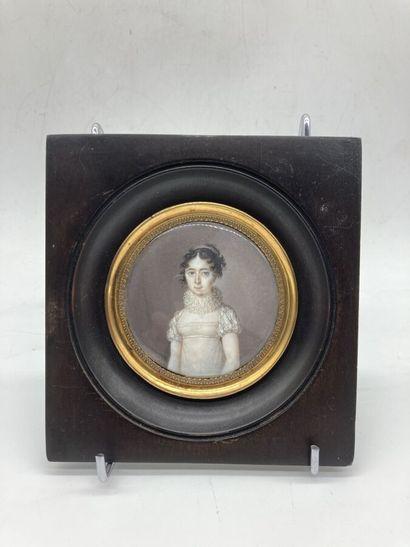 Ecole française XIXe. Portrait de jeune fille...