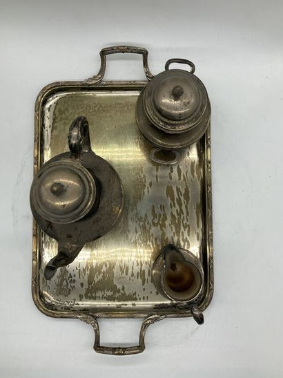 Service à thé en métal argenté à décor de rubans croisés compenant une théière,...