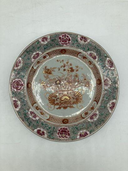 COMPAGNIE DES INDES. Assiette en porcelaine...