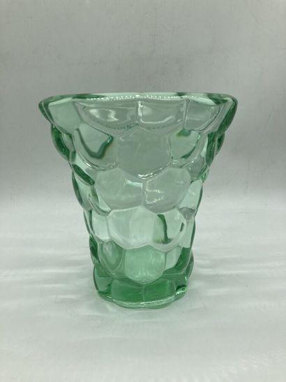 d'AVESN. Vase en verre teinté. H. 18 cm.