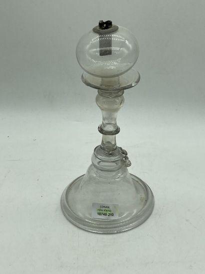 Boule de dentellière en verre uni, corps à balustre.  H. 28 cm