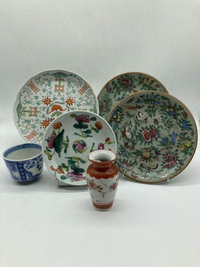 CHINE-JAPON. 6 céramiques : deux assiettes...