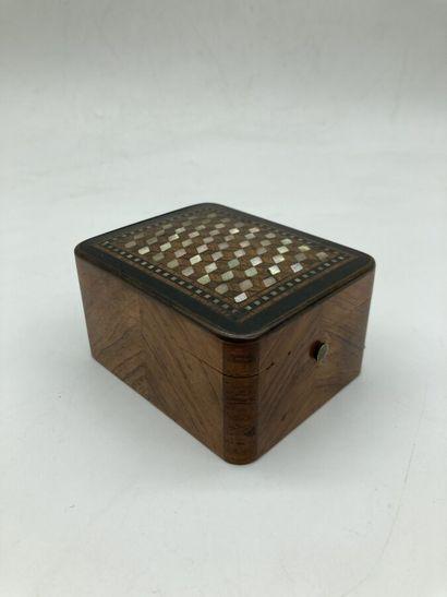 COFFRET porte- montre en placage de bois...