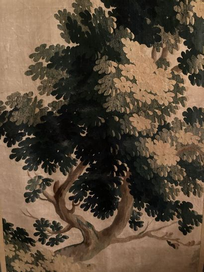 Fragment de tapisserie d'Aubusson à décor d'un arbre.  En l'état.  137 x 78 cm +...