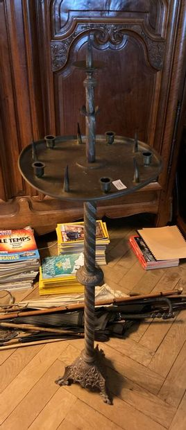 Pique-cierge en bronze, fût colonne torsadée,...
