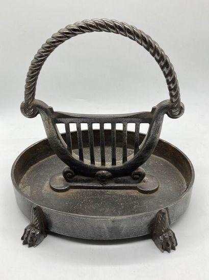 Grattoir à bottes en fonte de fer à décor...