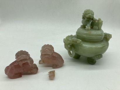 POT COUVERT tripode en jade?, corps à deux...