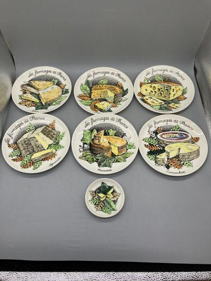 GIEN - Deux séries de 6 assiettes en faience...