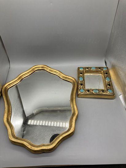 2 miroirs, l'un en céramique polychromé doré....