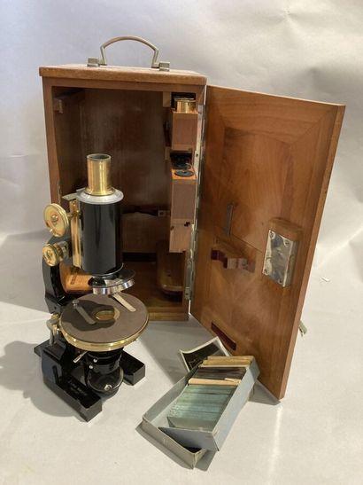 Microscope Leitz Wetzlar dans son coffret...