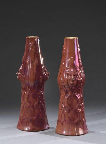 TRAVAIL ETRANGER  Paire de vases en céramique...