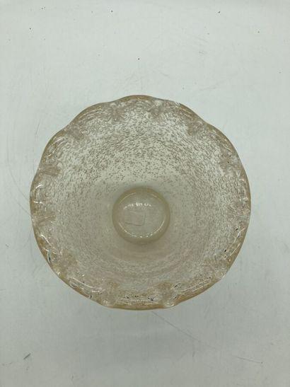 DAUM - NANCY  Vase conique à bords polylobés....