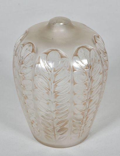 René LALIQUE (1860-1945)  Vase