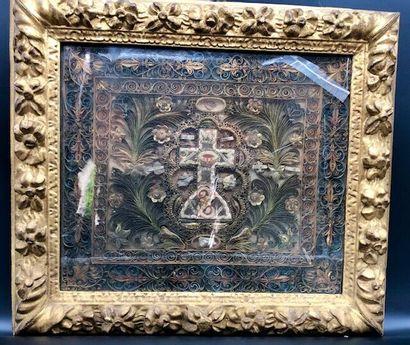 Grand reliquaire en paperolles à décor d'une...