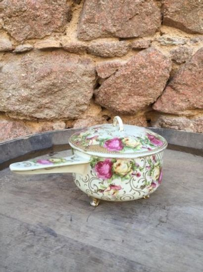 Petite casserole couverte en porcelaine