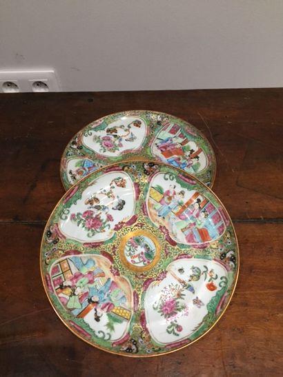 Une paire d'assiettes Canton, XIXème