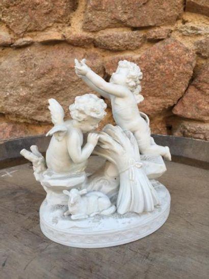 Un groupe avec deux anges en porcelaine