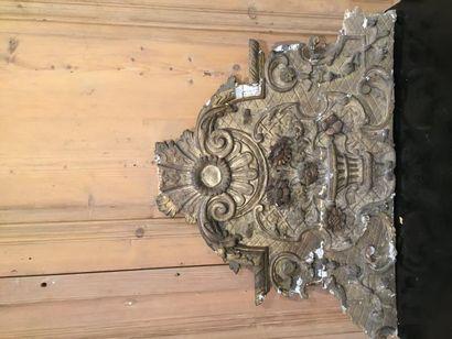 Fronton de miroir Régence en bois sculpté...