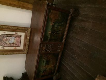 Coffre en bois sculpté et polychromé de scènes...