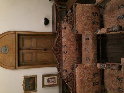 Salon garni, comprenant deux fauteuils et...