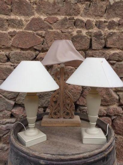 Deux lampes en bois